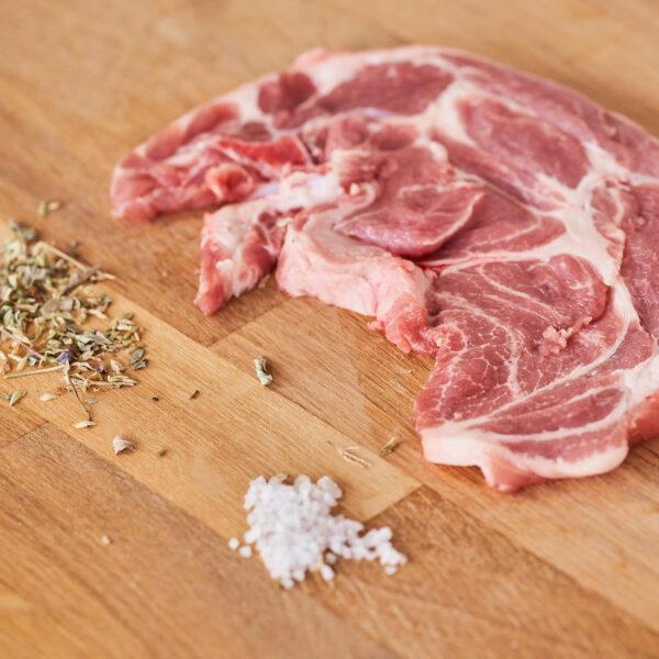 filete de aguja de cerdo criado ecológicamente
