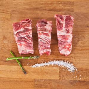 espinazo de cerdo criado de una forma ecológica